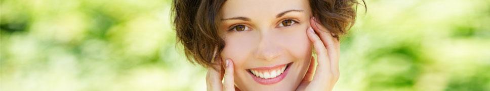 Viso donna con pelle giovane e in salute
